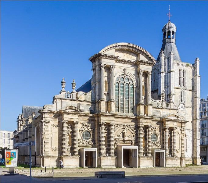 Dans quelle ville pouvez-vous voir cette cathédrale, édifiée entre 1575 et 1630 avec une façade principale de style baroque, et qui a échappé à la destruction par les bombardements de 1944 ?