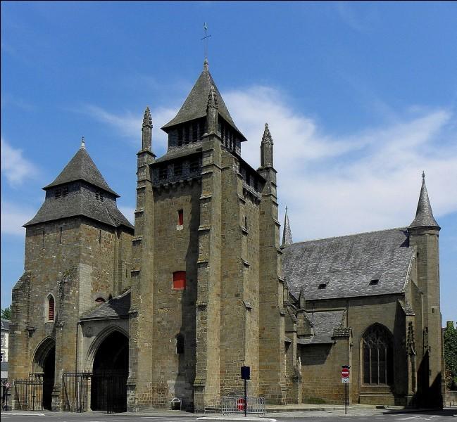 Cette cathédrale bretonne, avec ses deux tours massives percées de meurtrières, est à l'origine du XIIe siècle mais a été plusieurs fois reconstruite et largement modifiée aux XVIIIe et XIXe siècle. Elle se trouve à ...