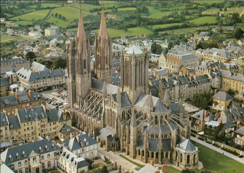 Cette cathédrale du XIIIe siècle, avec ses deux flèches en façade et sa tour-lanterne est un exemple typique du gothique normand. Nous sommes à ...