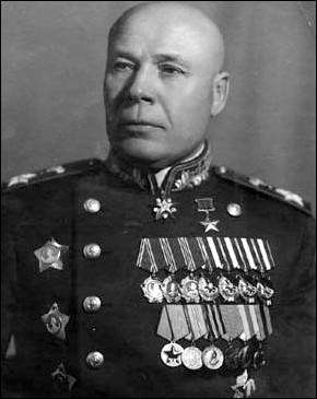 Quel maréchal soviétique célèbre prit notamment part à la bataille de Koursk ?