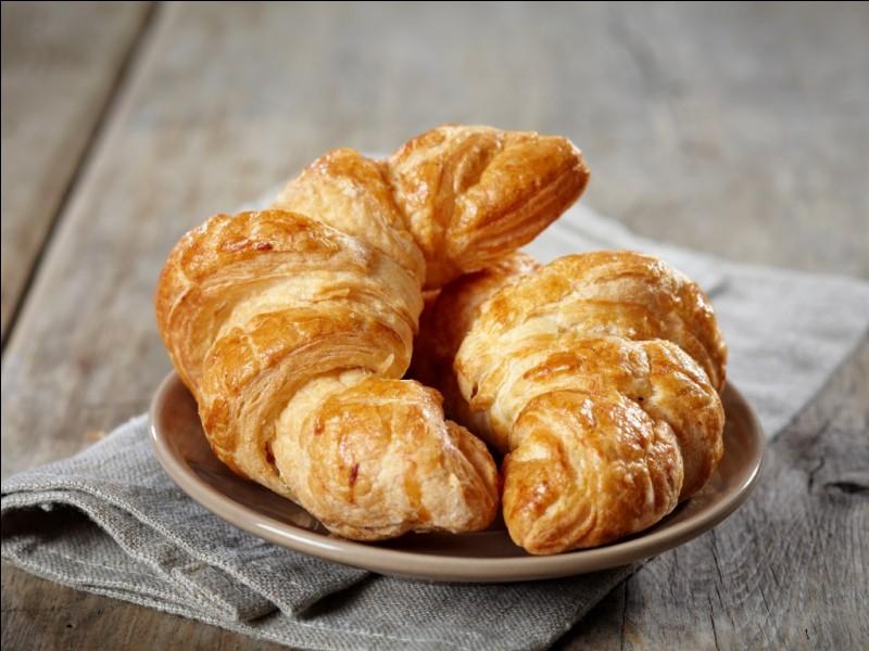 Dans quelle rue de Paris, les premiers croissants sont-ils vendus en 1837 par les pâtissiers autrichiens Zang et Schwarzer ?