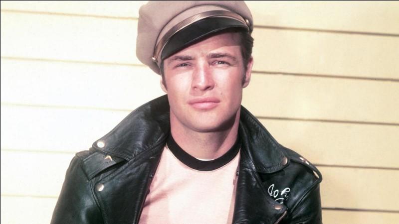 """Dans le film """"Apocalypse Now"""", quel est le nom du colonel fou joué par Marlon Brando ?"""