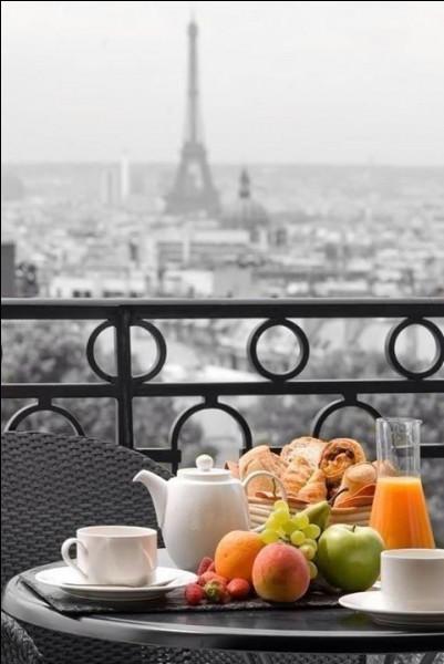 Quel célèbre restaurant parisien, symbole incontournable de l'histoire du Montparnasse, a été créé en 1927 par deux Auvergnats ?