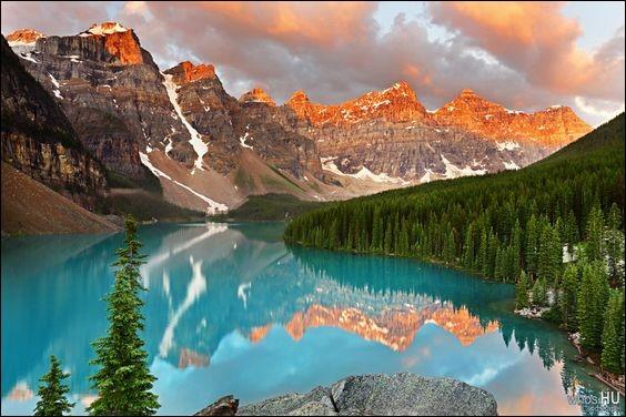 Le lac Moraine ne représente que la moitié de la superficie du Lac Louise, son voisin, mais il est peut-être encore plus pittoresque. Situé dans la vallée des 10 pics du parc national Banff, le lac est alimenté par un glacier. Il devient la nuance la plus intense et la plus vive du bleu turquoise (banffandbeyond.com).De quel pays, cette image était utilisée au verso des billets de 20 dollars ?