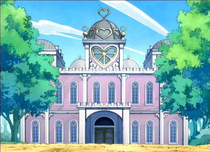 Lorsque les guildes, qui formeront l'Alliance de la Lumière pour vaincre Oracion Seis, se rassemblent dans le manoir de Bob, laquelle arrive en troisième ?