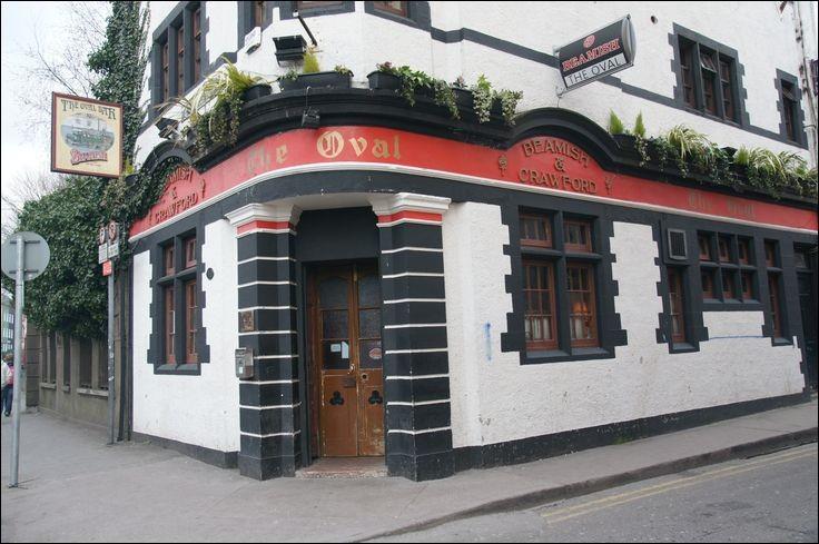 Au ''The Oval'' pub traditionnel avec ses boiseries, fauteuils en cuir et bougies, un grand choix de ... vous attend.