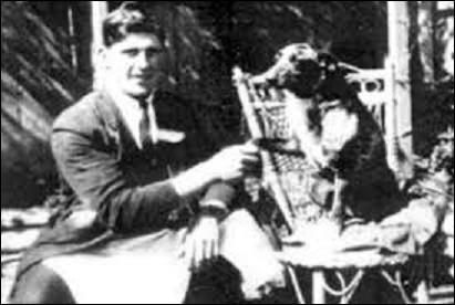 Le 14 novembre 1939 meurt ''Bluey'', chien de race bouvier australien. Quel âge avait-il ?