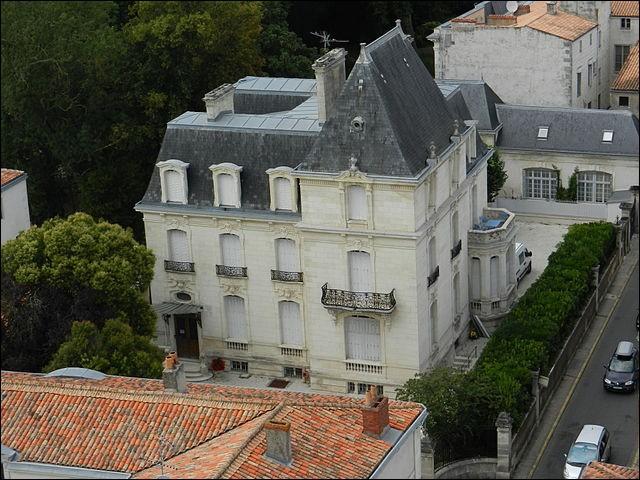 Scoop ! Je viens juste d'effarer avec effarement que ma ville natale était - après Paris (32 millions), Lourdes (7), Lyon (6,9), Toulouse (5,7) et Marseille (5) - la 6e ville touristique française d'Europe ! Laquelle ?