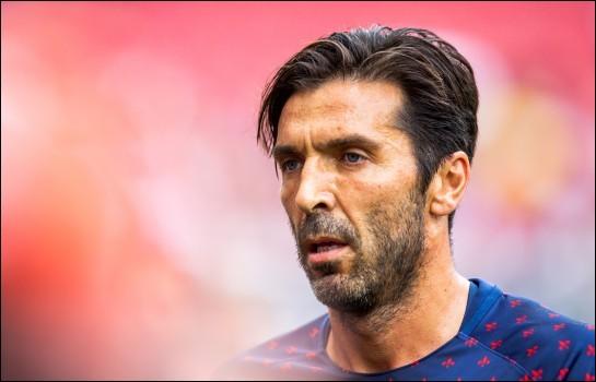Quel grand gardien signe au PSG au début du mercato d'été 2018 ?