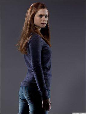 Lors de sa sixième année avec qui mène-t-elle l'Armée de Dumbledore ?