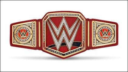 Qui a gagné son premier titre universel grâce à Triple H ?