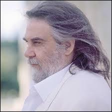 Je suis sûr que vous connaissez la musique d'Evángelos Odysséas Papathanassíou mais saurez-vous retrouver un de ses instruments préférés parmi ceux-ci ?