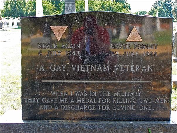 """On avait donné, à ce vétéran gay du Viêt-Nam, """"une médaille pour avoir tuer deux hommes et ..."""" (Complétez !)"""