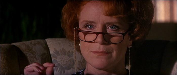 """Dans """"Dolores Claiborne"""", comment Dolores surnomme-t-elle sa patronne, Vera Donovan ?"""