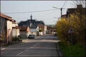 Nous sommes dans le Grand-Est, à Laheycourt. Village de l'ancienne région Lorraine, il se situe dans le département ...