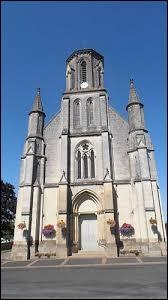 Nous sommes dans les Pays-de-la-Loire, devant l'église Saint-Laurent de Saint-Laurent-du-Mottay. Ancienne commune des Mauges, elle se situe dans le département ...