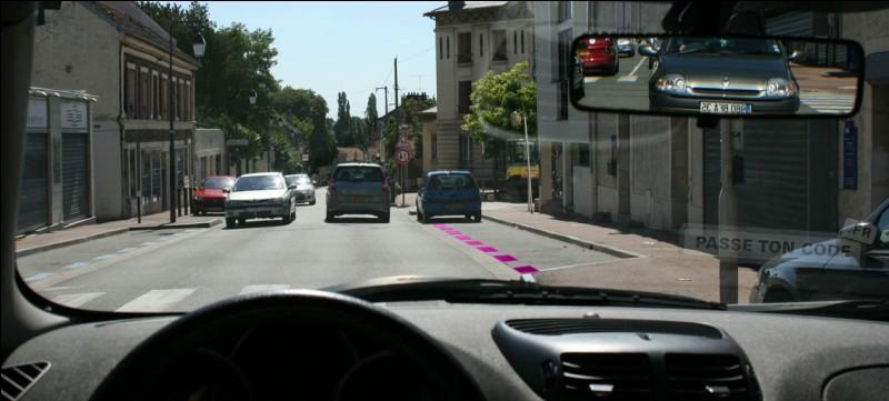 Sur ma droite, le stationnement est :