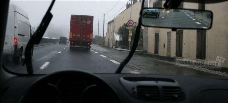 Si je circule à 70 km/h, la distance de sécurité que je dois laisser par rapport au véhicule devant moi est de :