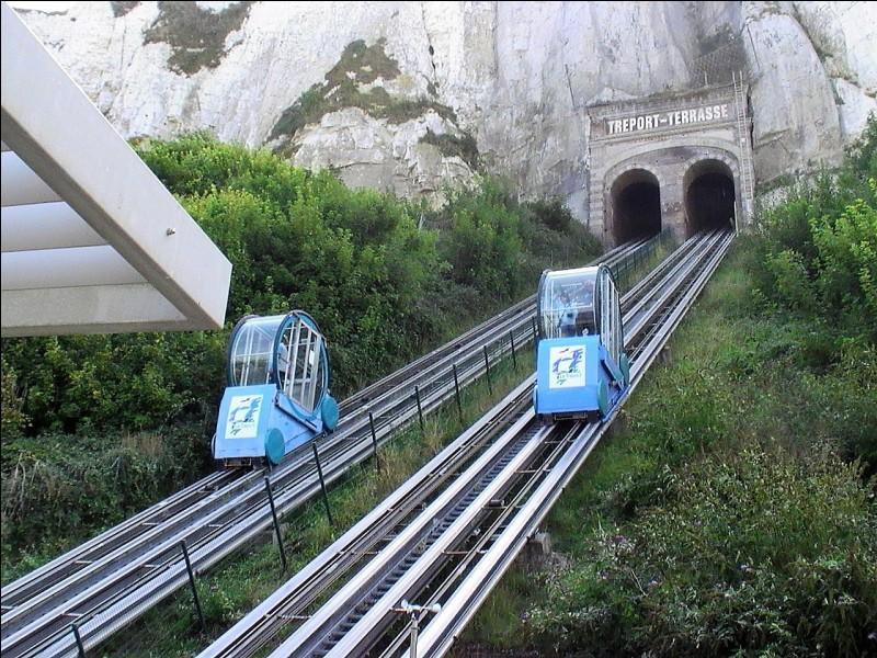 Quel est le nom de la ligne de quatre ascenseurs inclinés reliant les quartiers haut et bas de la ville du Tréport, en Normandie ?