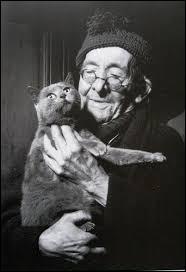 Avec au moins combien de chats vivait Paul Léautaud ?