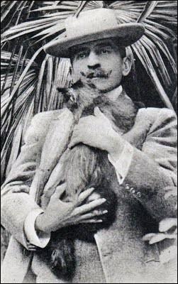 Par quel mot commençait le prénom de toutes les chattes de Pierre Loti ?