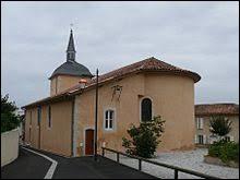 Nous sommes en Nouvelle-Aquitaine devant l'église Saint-Jacques-le-Majeur d'Estibeaux. Village de l'arrondissement de Dax, il se situe dans le département ...