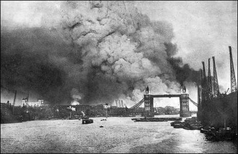 Quel pays responsable fut du bombardement éclair de Londres au début des années 1940 ?