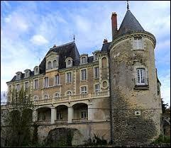 Je vous propose de partir à présent dans les Pays-de-la-Loire à la découverte du château de Sautré, à Feneu. Ville de l'agglomération Angevine, dans le Segréen, elle se situe dans le département ...