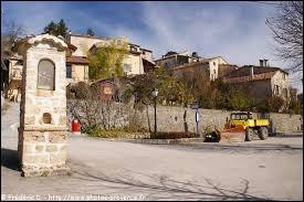 Je vous emmène en région P.A.C.A, aux Mujouls. Petit village de 49 habitants, dans le pays de Grasse et dans la vallée de l'Estéron, il se situe dans le département ...