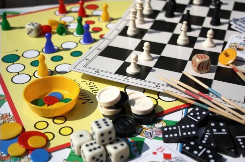 De quel jeu, le but est-il d'être le premier à couler les cinq navires de l'adversaire ?