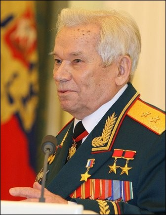 """Décédé récemment (2013), ce héros de l'URSS a déclaré qu'il """"aurait préféré inventer quelque chose d'utile, comme une tondeuse"""". Quel est son nom ?"""