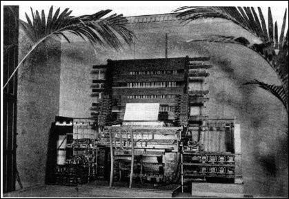 """Plus moderne : le synthétiseur. À qui doit-on le principe (à savoir, un instrument créant du son à partir de l'électricité), du """"teleharmonium"""" ?"""