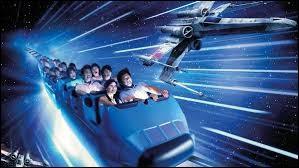 """Où se trouve l'attraction """"Star Wars Hyperspace Mountain, anciennement Space Mountain : Mission 2 et Space Mountain : la Terre à la Lune"""" ?"""
