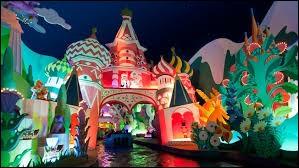 """À quelle heure ferme généralement l'attraction """"It's a Small World"""" ?"""