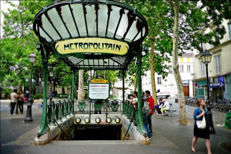 Quelle station se situe entre Poissonnière et Château Landon, sur la même ligne ?