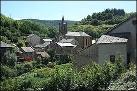 Petit village d'Occitanie, peuplé de 89 habitants, Peux-et-Couffouleux se situe dans le département ...