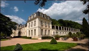Je vous propose de partir à la découverte du château de Rochecotte de Saint-Patrice. Commune Tourangelle, elle se situe en région ...
