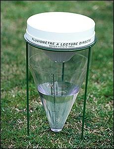 Un pluviomètre sert à mesurer la quantité d'eau pluie.