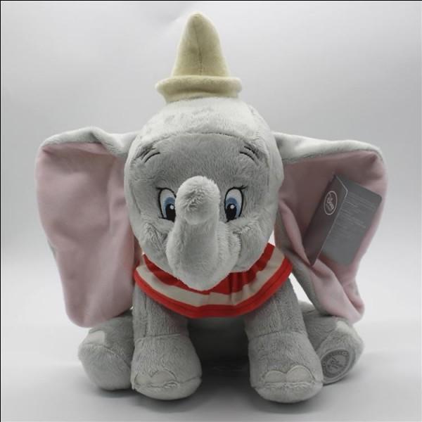 """Sur cette photo, on peut voir une peluche """"Dumbo""""."""