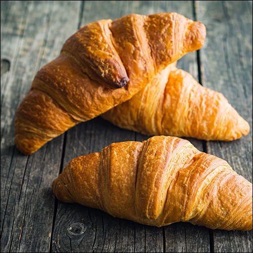 Sur cette photo, on peut voir deux croissants.