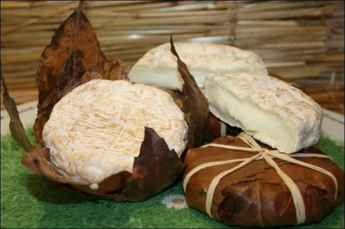 De quel arbre sont issues les feuilles composant l'emballage traditionnel du fromage appelé banon ?
