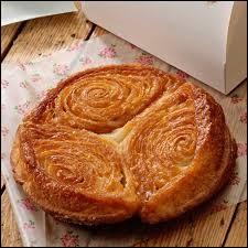 """Que signifie le mot breton ''amann"""" figurant dans le nom du dessert appelé kouigan-amann ?"""