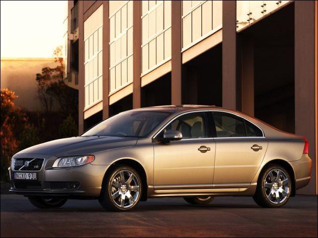 45 000 $ : c'était le prix de cette voiture il y a encore 2 ans. Aujourd'hui, cette ... ne vous coûterait plus que ... (Complétez !)