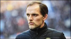 Dans quelle équipe cet entraîneur se trouve-t-il (Thomas Tuchel) ?
