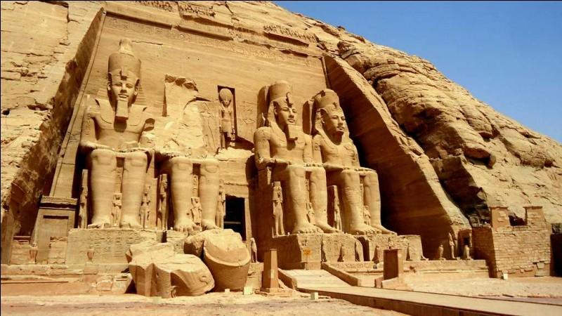 En 1960,la construction du futur barrage d'Assouan cause bien des inquiétudes, en effet de nombreux temples et monuments d'Egypte sont menacés de destruction, c'est un organisme international qui va lancer une vaste campagne de récolte de fonds pour sauver ce qui peut l'être !