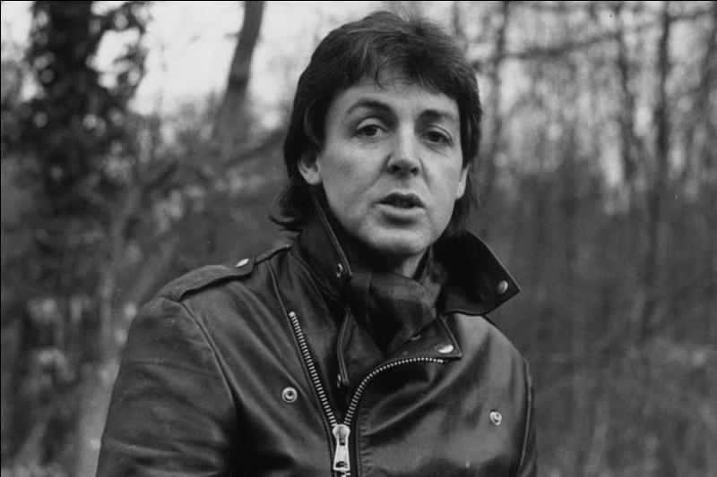 En 1983, un duo réunit deux monstres sacrés de la chanson, Paul McCartney et ...