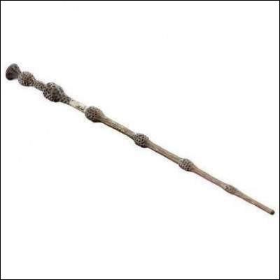 La baguette de sureau est faite en bois de sureau avec un crin de Sombral.