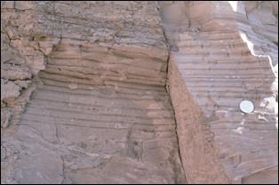 En géologie, c'est une couche sédimentaire déposée par la fonte des glaciers.
