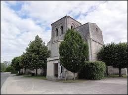 Vous avez sur cette image l'église Sainte-Eulalie de Préguillac. Commune de Nouvelle-Aquitaine, dans l'agglomération de Saintes, elle se situe dans le département ...