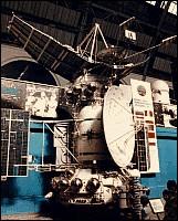 """La sonde spatiale Venera 14 a atterri sur la planète Vénus au début des années 1980. Son poids """"P"""" sur cette planète est égal à 4 450 N.L'intensité de la pesanteur """"g"""" sur Vénus = 8,9 N/kg( """"N"""" est une unité qui s'appelle Newton)- La masse de la sonde est :"""